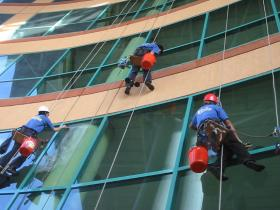Window-Cleaning-Services-in-Dubai4.jpg